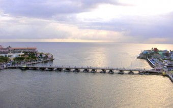 """Vote Curaçao's Iconic Queen Emma Bridge As """"8Th Wonder Of The World"""""""