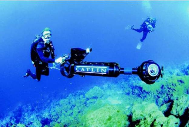 The Catlin Seaview Crew films underwater reefs in Curaçao equipped with the SVII camera